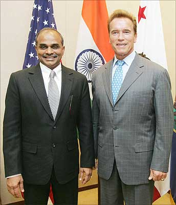 YS Rajashekar Reddy in suite with Arnold California Governer