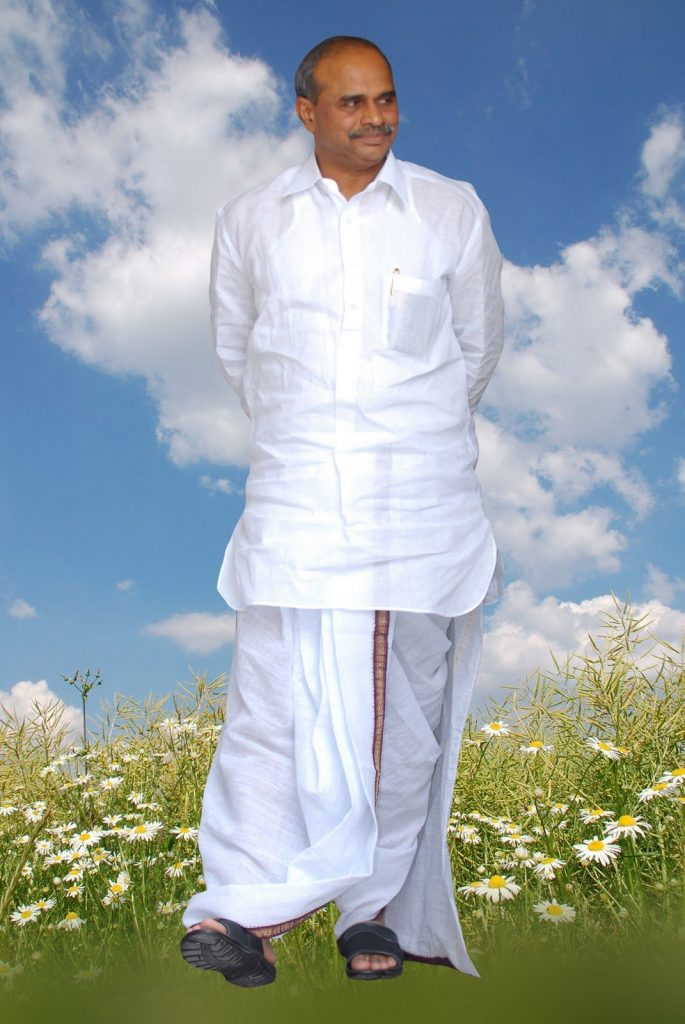 YS Rajashekar Reddy walking in his dhotis