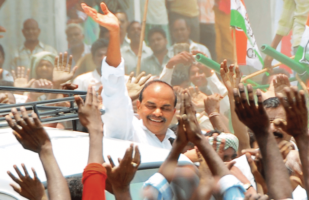 YS Rajashekar Reddy with People